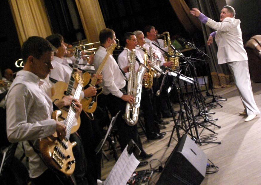 Юбиляра пришли поздравить ведущие представители челябинской джазовой,