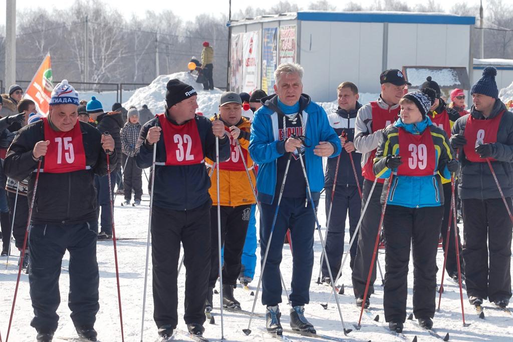 Завершающие зимний спортивный сезон лыжные соревнования всегда проходят особенно азартно. Снег, к