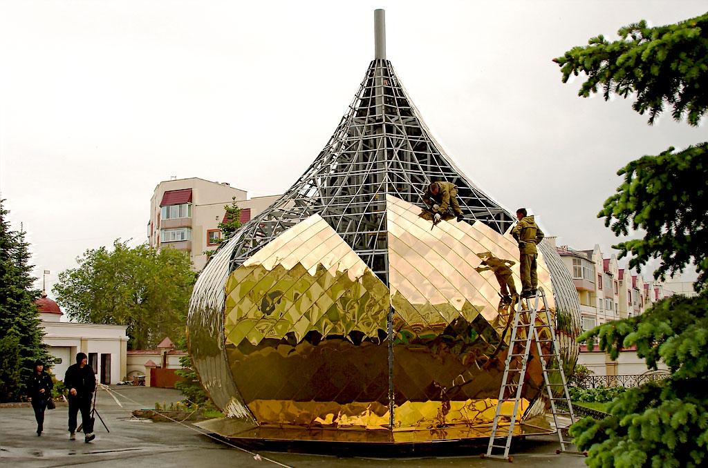 На Свято-Симеоновском кафедральном соборе Челябинска заменят все купола. Работы планируется завер