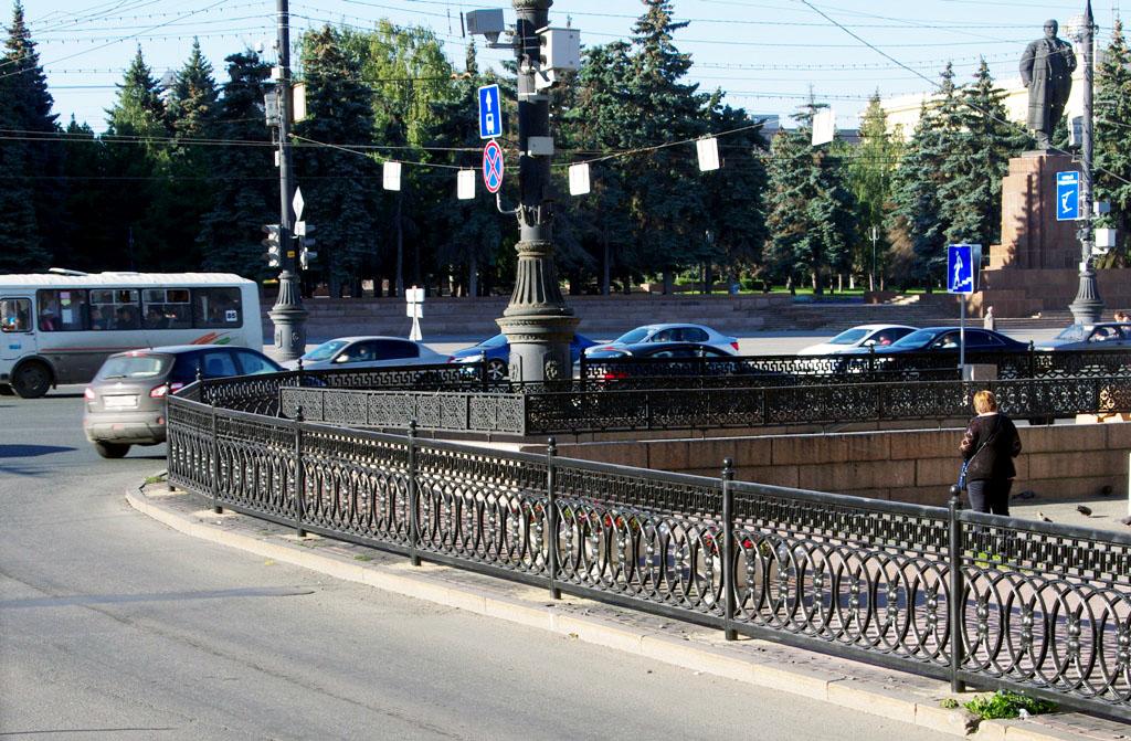 Работы на площади Революции вели в течение месяца. Летье установили на проспекте Ленина от Елькин