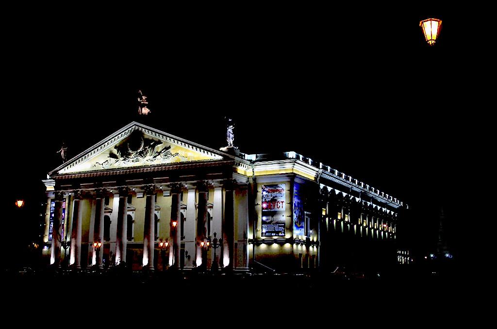 Процесс подготовки нового спектакля Челябинской театра оперы и балета имен Глинки «Евгений Он