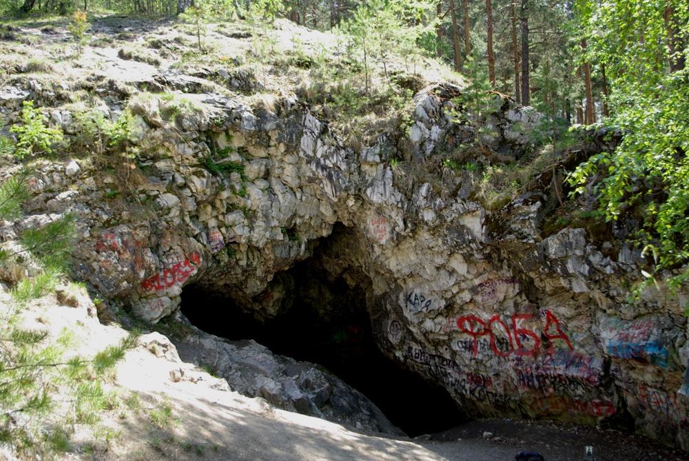 В Челябинской области есть только две пещеры, расположенные не в известняках, а в белом мраморе.