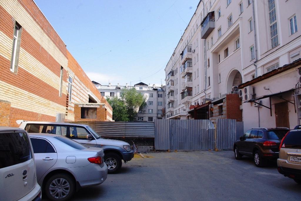 По словам Дмитрия Градобоева, под аркой будет построен подземный вход в строящееся внутри двора з