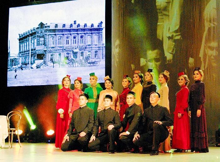 На торжественное мероприятие было приглашено много почётных гостей и музыкальных и