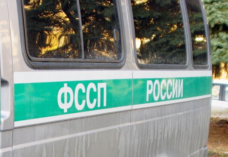 В Еманжелинске (Челябинская область) судебные приставы задержали пришедшего в суд гражданина, объ
