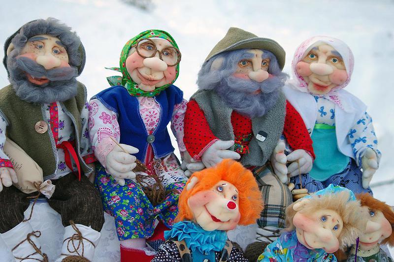 В первый день Святок, седьмого января, навещали родителей и родных и мололись об усопших. За праз