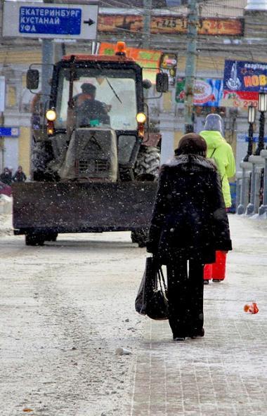 В Челябинске сегодня, 20-го декабря, работает 12 колонн - техника расчищает городские магистрали,