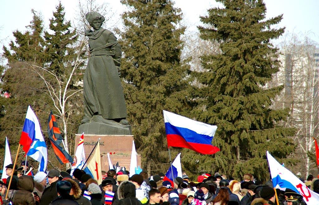 Народный сход начался на Алом поле Челябинска-Танкограда. В полдень единая колонна предста
