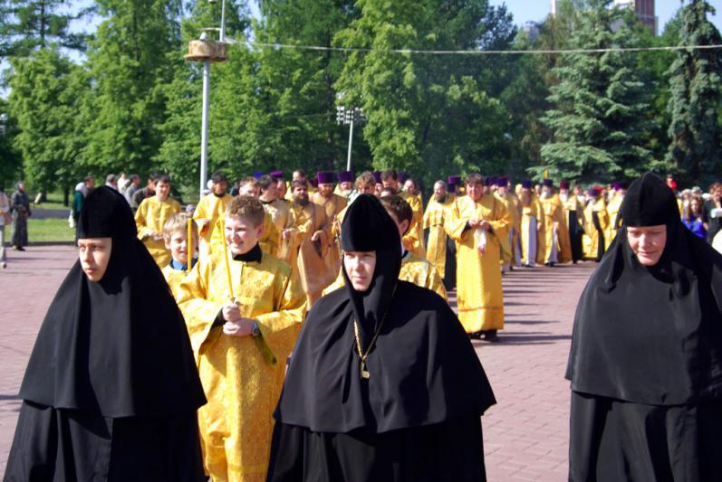 Как сообщила агентству «Урал-пресс-информ» глава женской общины храма монахиня Феодосия, всего дл