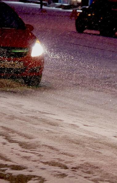 На дорогах Челябинска станет значительно меньше технической соли. Объемы противогололедной смеси,