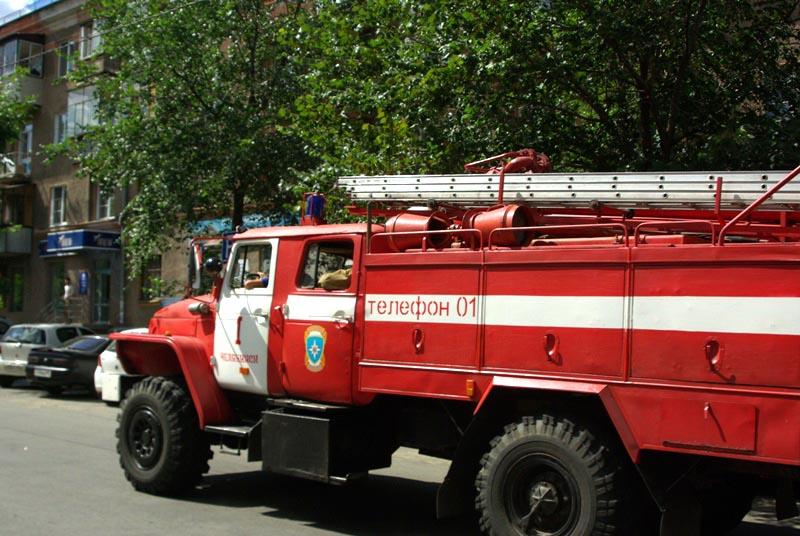 Инцидент произошел в 10 часов утра. «В 10.07 к нам поступило сообщение о том, что КамАЗ загорелся
