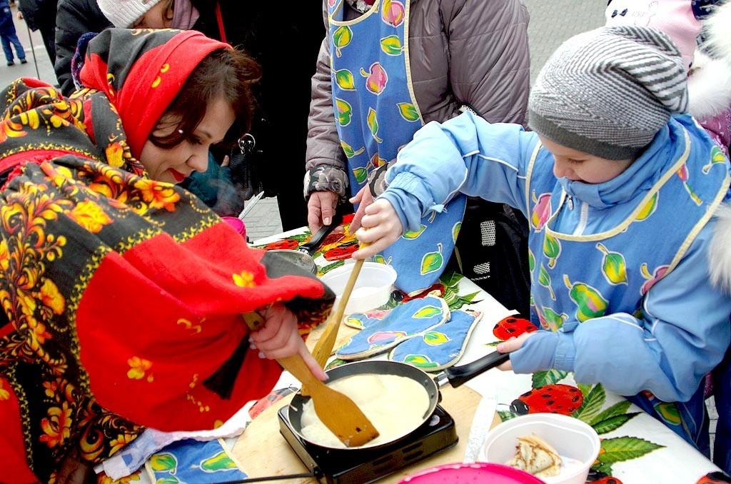 В Челябинске гостями Широкой Масленицы - праздник состоялся в городском саду имени Пушкина в субб