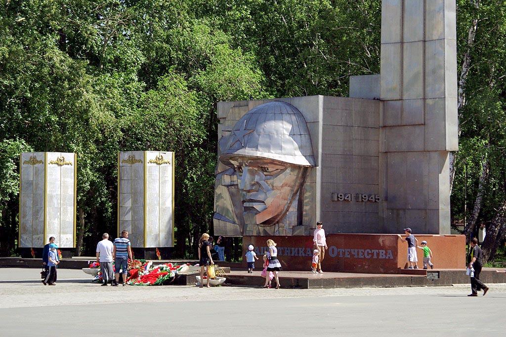«Важно, что из бюджета на это не будет потрачено ни копейки, памятник построим на народные деньги