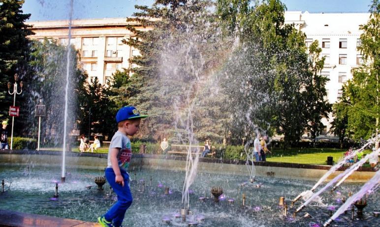 В этом году власти Советского района Челябинска снова, как и в прошлом году, при озеленении клумб