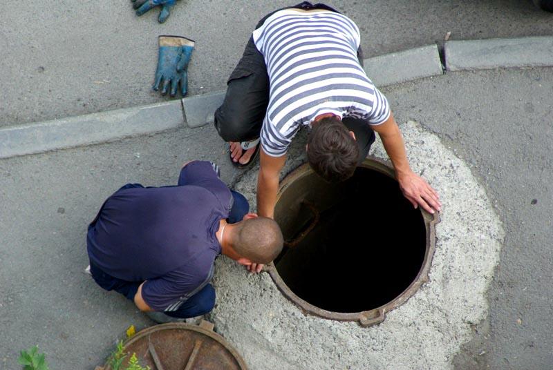 Полиция задержала похитителей канализационных труб в Челябинске. Оба вора сейчас находятся под по