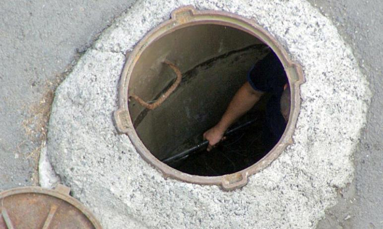 Глава города Челябинска вновь подняла вопрос об открытых канализационных колодцах. Наталья Котова