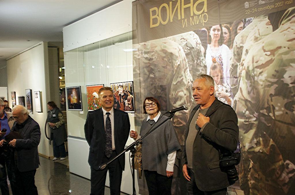 На фестиваль директор фотослужбы издательского дома «Коммерсантъ» Павел Ка