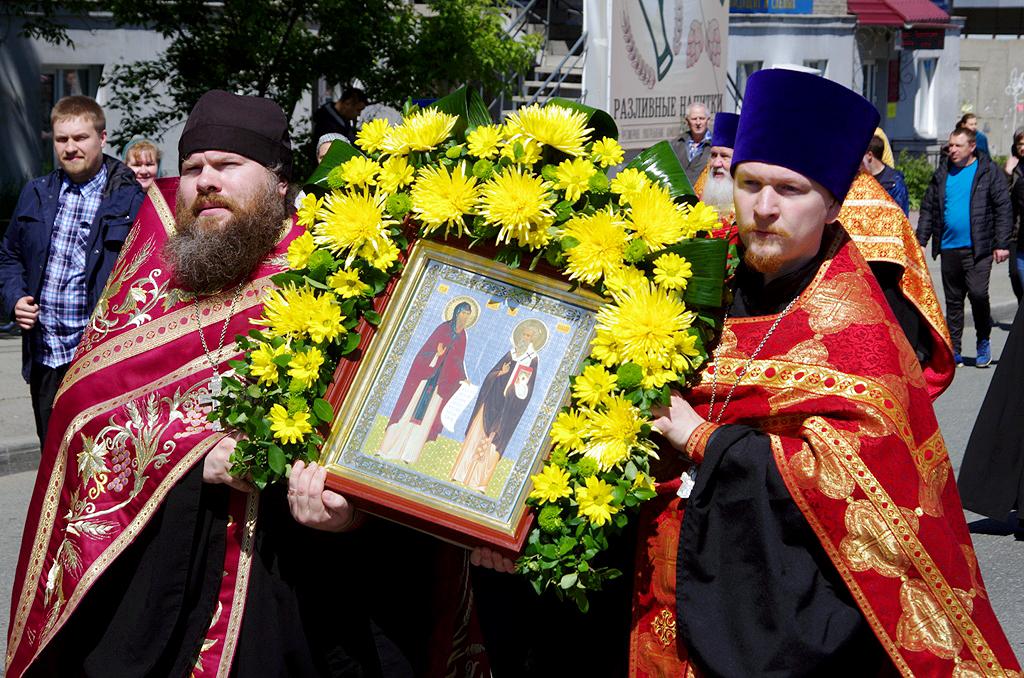 В Челябинске прошел крестный ход, приуроченный ко Дню славянской письменности и культуры. Молитве