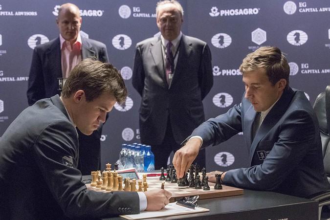 В ночь на четверг 26-летний гроссмейстер проиграл дополнительные четыре партии в быстрые шахматы