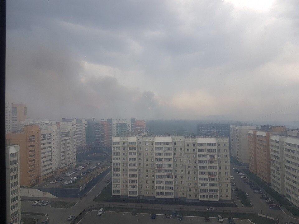 Челябинск опять окружили пожары. Горожане жалуются на дым и гарь в воздухе. В соцсетях чел