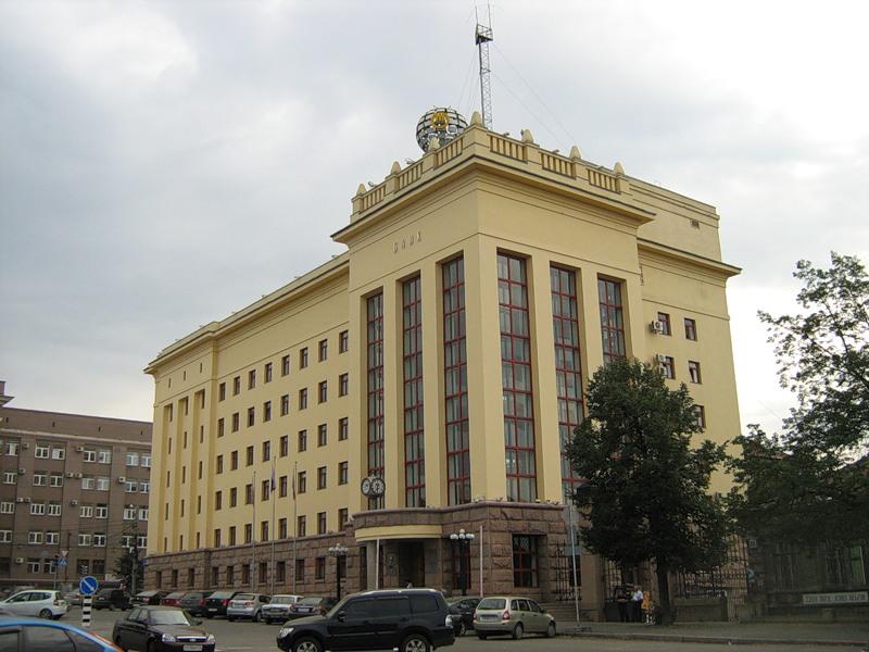 В Челябинске на площади Революции работают представители силовых структур и правоохранительных ор