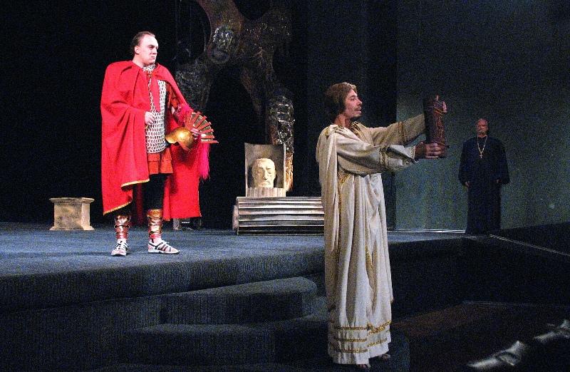Сегодня уроки появились во многих театрах области. Этот уникальный и неоценимый творческий п