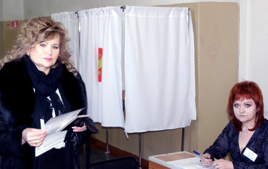 «По состоянию на 12 часов на выборах Президента Российской Федерации составила 19,96%, - сообщил