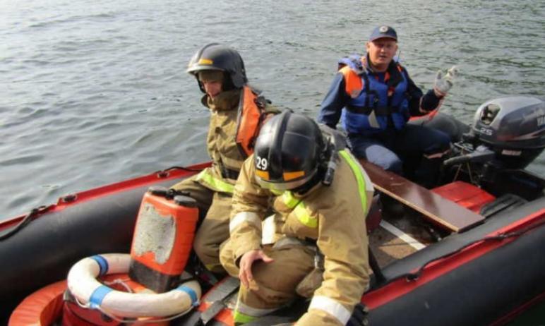 На озере Тургояк (Миасс, Челябинская область) из-за грозового фронта в беду попали шесть человек.