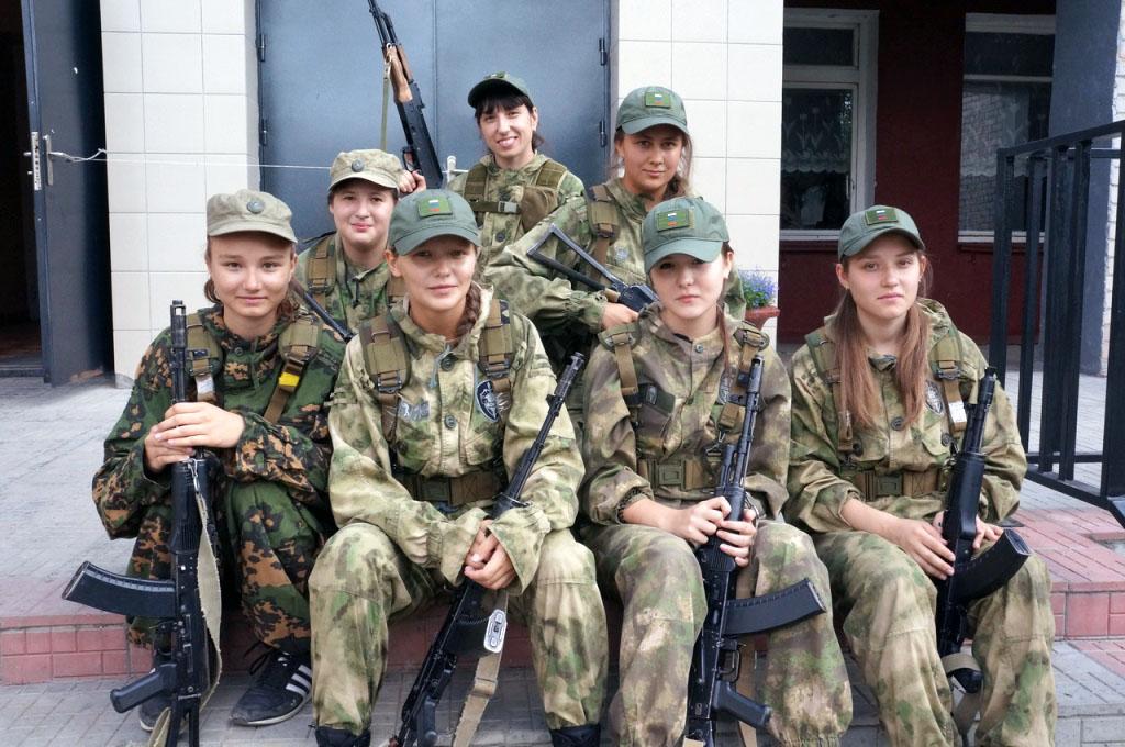 В Челябинске отважным и прекрасным девушкам из военно-патриотического молодежного объединения «Во