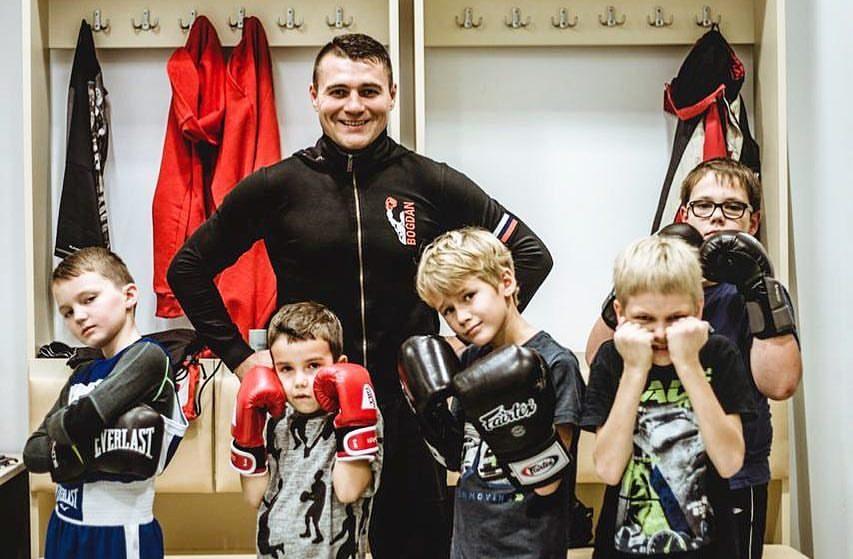 Шестикратный чемпион мира по кикбоксингу челябинец Сергей Богдан уверен, что в ситуации с избиени