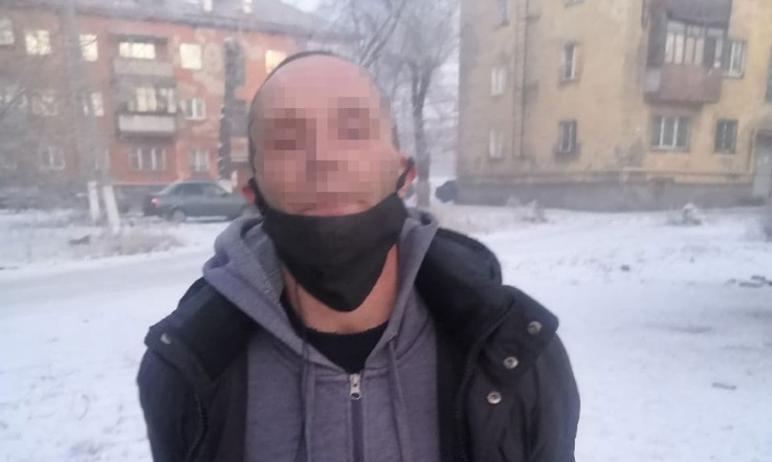 В Магнитогорске (Челябинская область) задержан пьяный мужчина, который пришел в магазин с топором