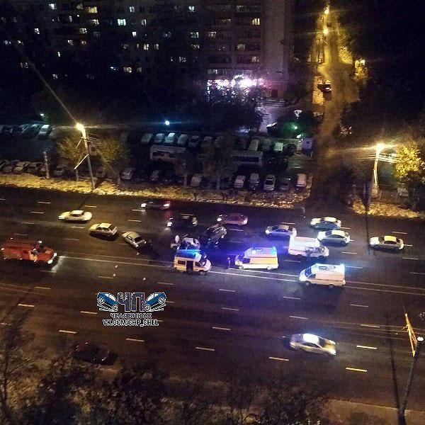Так, массовое ДТП произошло на путепроводе станции Челябинск-Главный. Сразу несколько машин столк