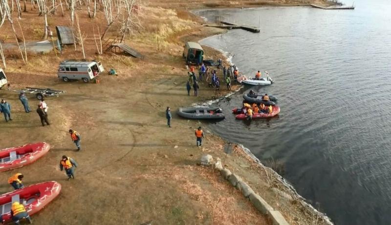 На Аргазинском водохранилище продолжаются поиски утонувших челябинцев. Во время облета акватории