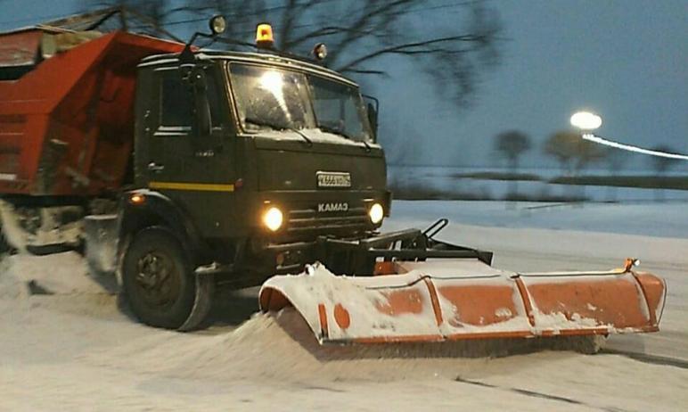 В Челябинске за ночь вывезено две с половиной тонны снега. Техника продолжает уборку улиц. Глава