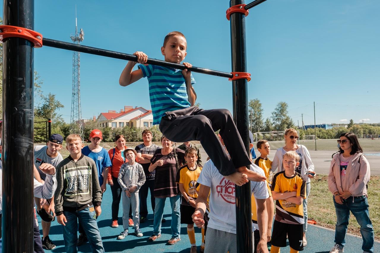 Три новых спортивных площадки для занятий воркаутом под открытым небом были открытыв Челябинске