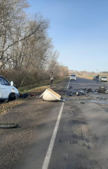 В Красноармейском районе (Челябинская область) иномарка столкнулась с Газелью. Оба водителя, а та
