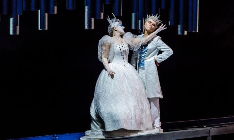 В Челябинском академическом театре драмы имени Наума Орлова с 20 декабря поселилась «Снежная коро