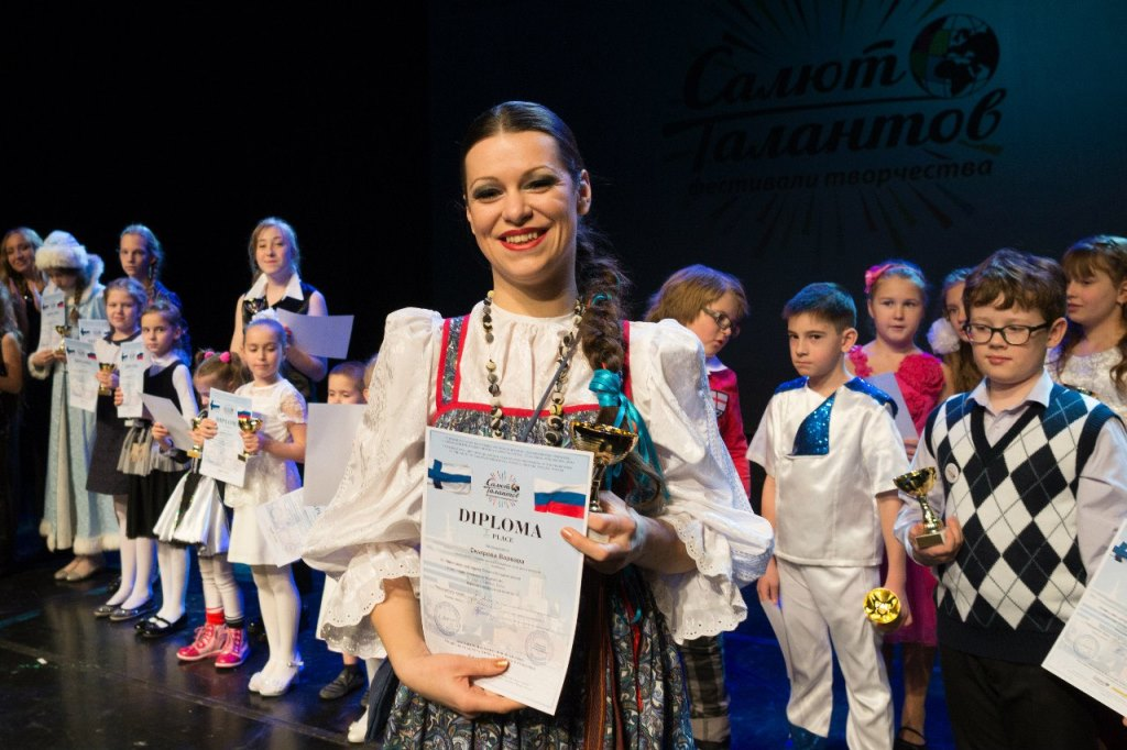 На сцену Театра «Савой» вышли юные артисты из России (Москва, Санкт-Петербург, Кемерово, Новоросс