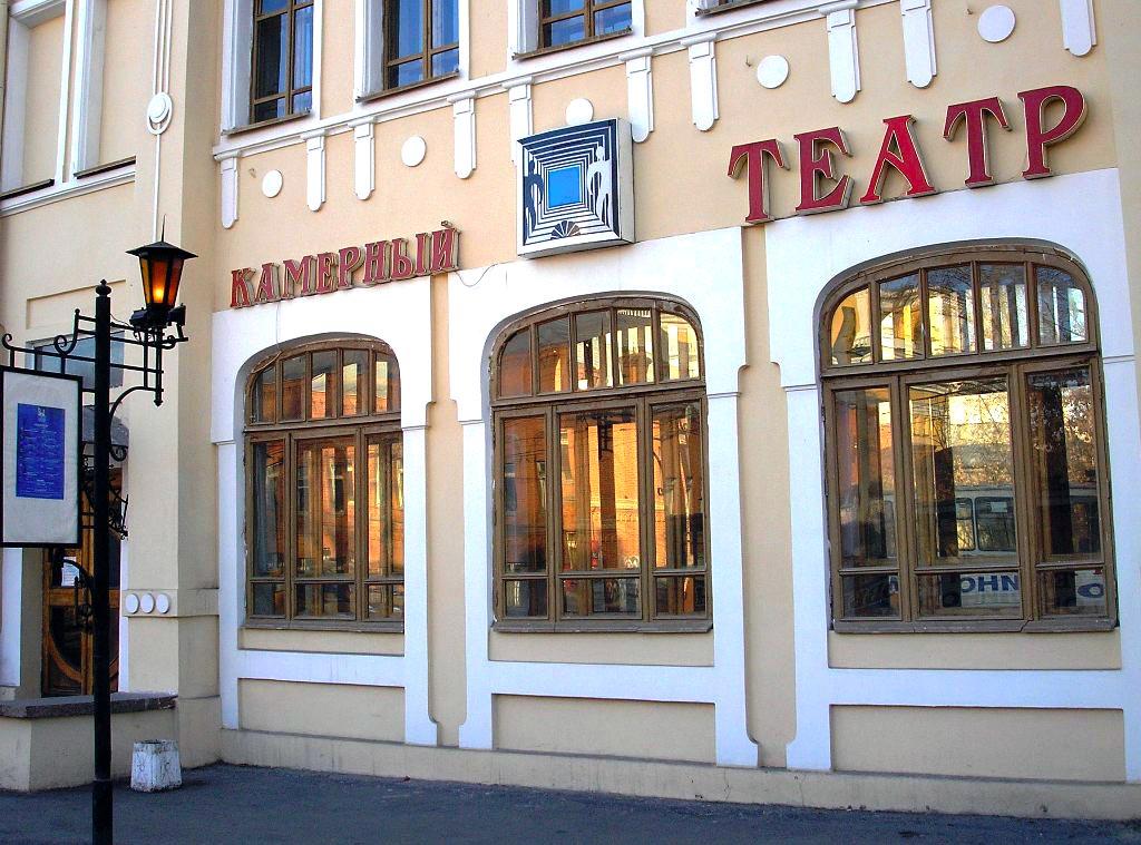 В Челябинске коллектив познакомился с актерами Камерного театра и его режиссером Олегом Хаповым.