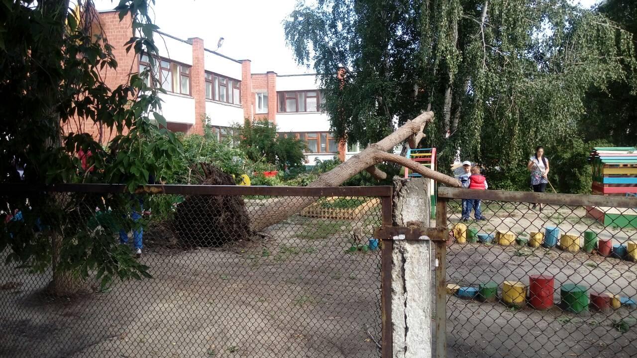 Сегодня целый день Копейск борется с последствиями урагана. Вчера страшный ураган пронесся
