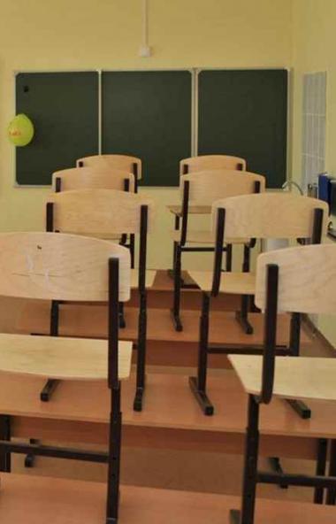 В Кыштымском городском округе (Челябинская область) продлен во всех школах с 1 по 11 классы в свя