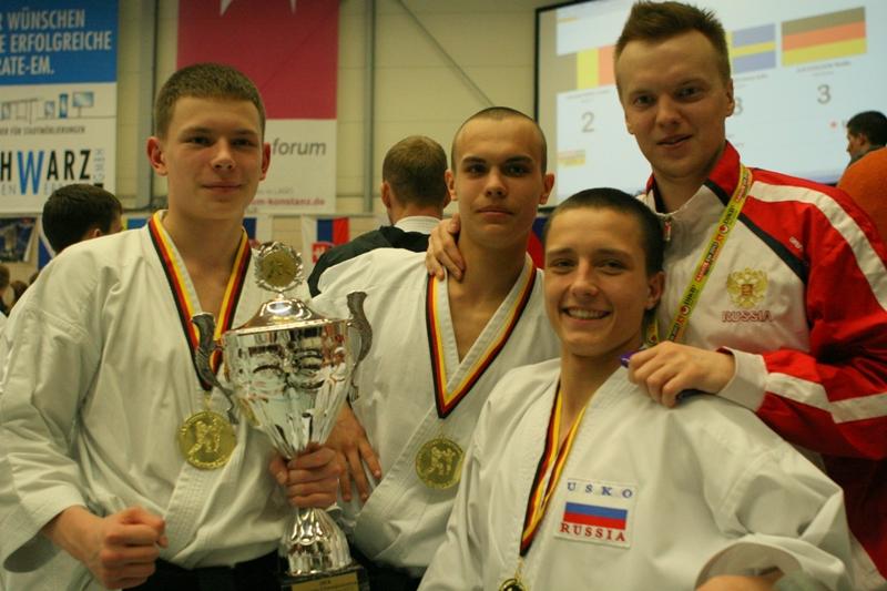 Как сообщила агентству «Урал-пресс-информ» тренер школы традиционного каратэ Светлана Калинина, ч