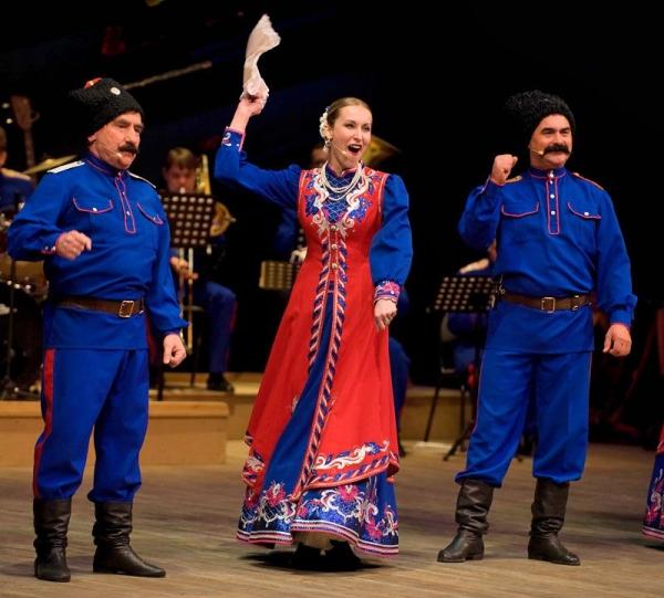 Раньше Иван Тимофеев руководил народным хором казачьей песни в Октябрьском районе. Репертуар анс