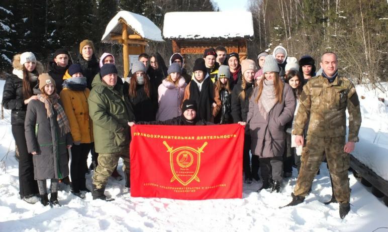 Будущие правоохранители Челябинска совершили восхождение на легендарный хребет Зюраткуль, высота