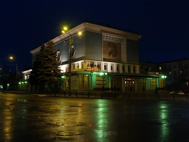 Фронтлайн-клуб - это центр притяжения самых разных людей, объединенных общей страстью к качествен