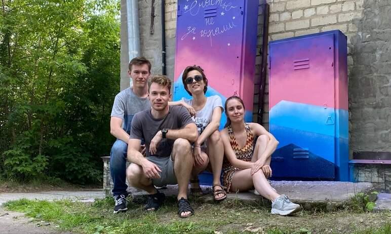 Художники творческого объединения «Жить в цвете» создали новые арт-объекты на улицах города Миасс