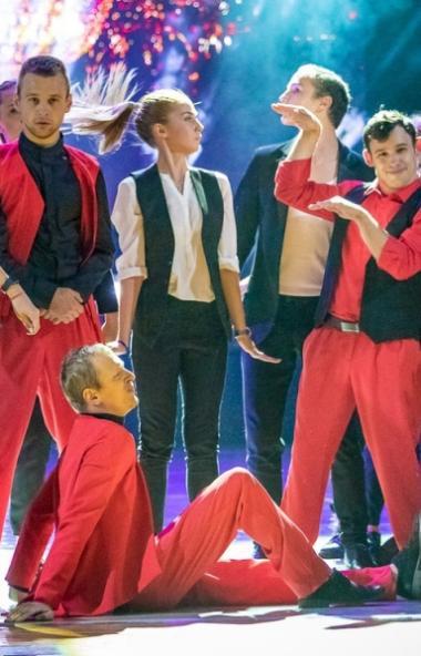 Российские танцоры, в том числе молодежь с инвалидностью, вместе с известными российскими хореогр