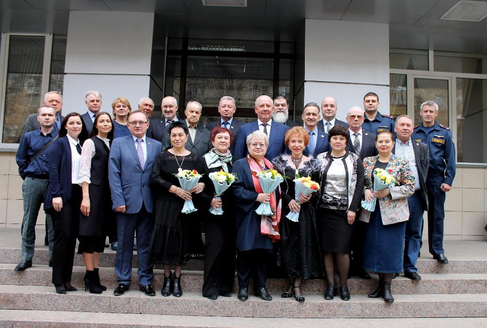 Весной 2002 года во главе с Петром Суминым состоялось первое заседание комиссии, в состав которой
