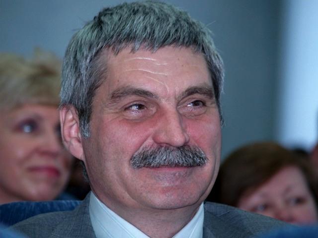 Кандидатуру Комякова внес на рассмотрение в Законодательное собрание области губернатор Борис Дуб