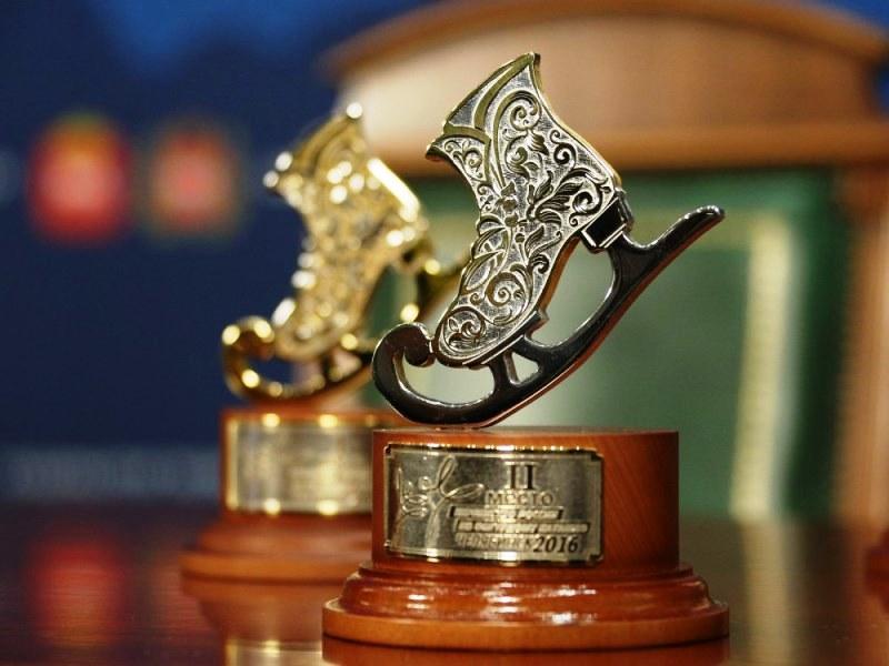 Специально для первенства «Златоустовская оружейная компания» создала призы в виде коньков — фигу